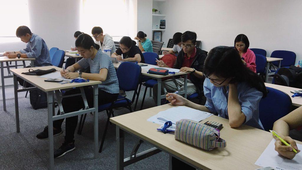 Học bổng UniTrain