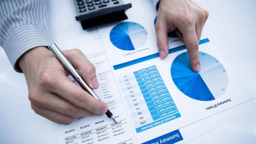 Thủ tục phân tích nên được áp dụng trong giai đoạn nào của cuộc kiểm toán?