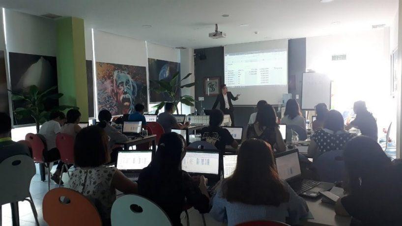 UniTrain đào tạo Ứng dụng Dashboard Reporting trong Excel cho STD&S Việt Nam