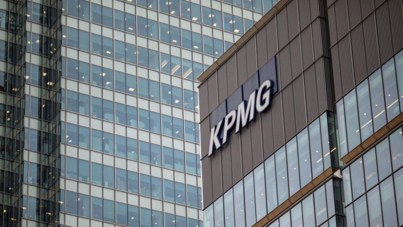 KPMG hoàn trả khoản cắt giảm lương khi cạnh tranh lao động trong ngành gia tăng