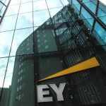 Anh Quốc: Nhân viên EY chia sẻ khoản thanh toán tiền thưởng 20 triệu GBP